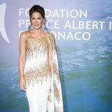 Auch die britische Schauspielerin Kate Beckinsale setzt bei der Gala in Monaco auf eine außergewöhnliche, bodenlange Robe des libanesischenHaute-Couture-Modedesigners Georges Chakra. Besonderes Highlight: Diegoldenen Applikationen sowie die raffinierte Schleppe, dieKate Beckinsale zu einem wahren Hingucker macht.