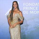 Auch Leona Lewis hat sich für die Gala in Monte-Carlo ganz schön in Schale geschmissen: Die Sängerin trägt eine glitzernde, schulterfreie Robe der amerikanischen ModedesignerinPamela Rolland, in der sie zu später Stunde sogar noch eine Live-Performance zum Besten gab ...