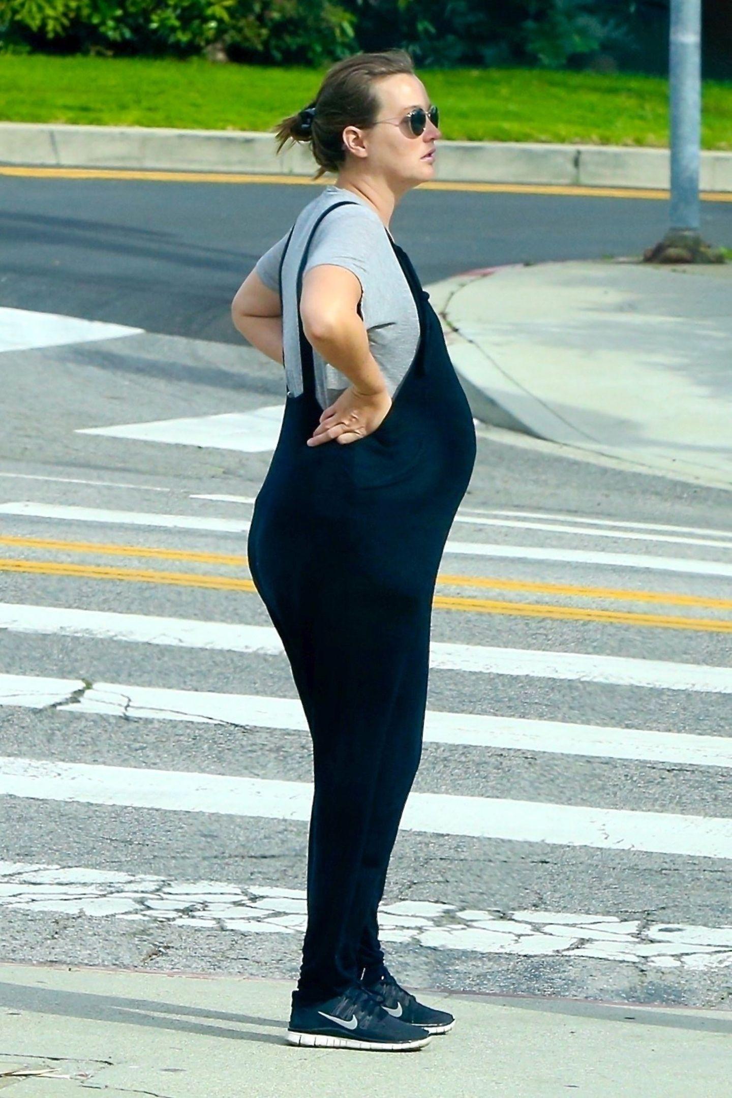 Ihre Schwangerschaft hat Leighton Meester so geheim wie möglich gehalten, doch im April wurde die schwangere Schauspielerin bei einem Spaziergang durch Los Angeles gesichtet. Nicht zu übersehen: Ihr wachsender Babybauch. Knapp fünfMonate später sollte es dann endlich soweit sein ...