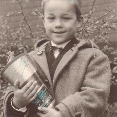 """Heiner Lauterbach  """"Jeder hat mal klein angefangen"""". Auch Schauspieler Heiner Lauterbach, der diese niedliche Erinnerung an seinen ersten Schultag mit seinen Fans teilt."""