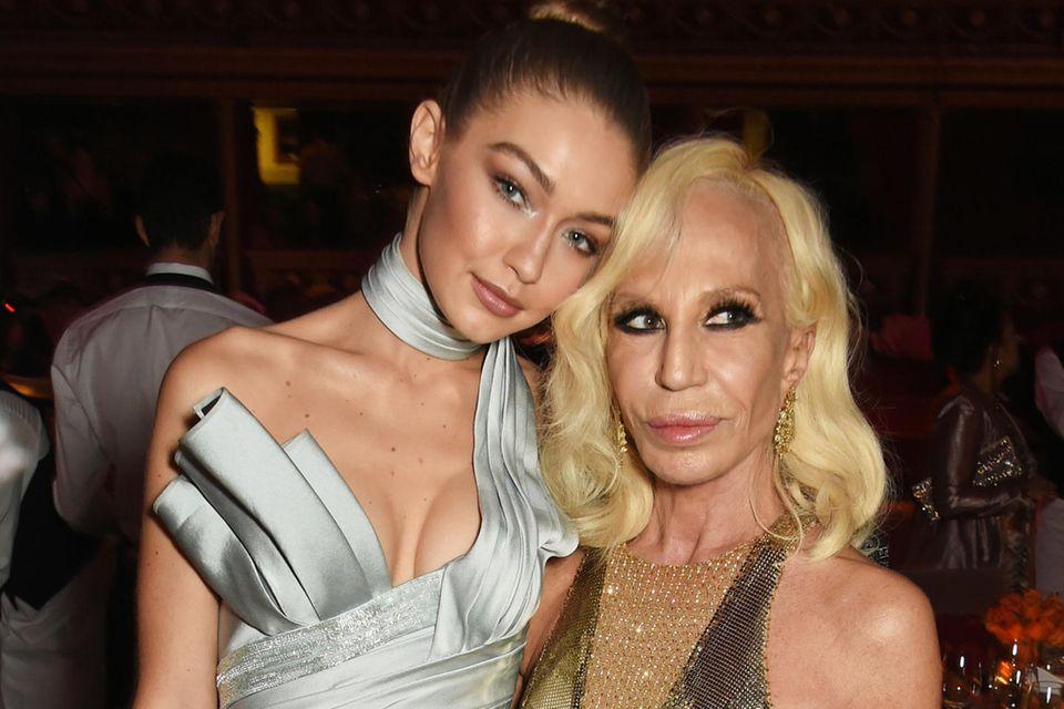 Gigi Hadid und Donatella Versace verbindet seit Jahren eine enge Freundschaft.