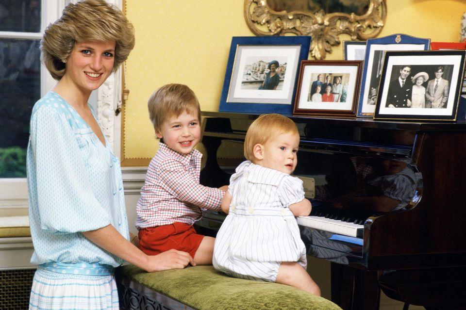 Eins von Prinzessin Dianas Markenzeichen war die blonde Haarpracht, die auch Sohn William und jetzt ihr Enkel George geerbt haben.