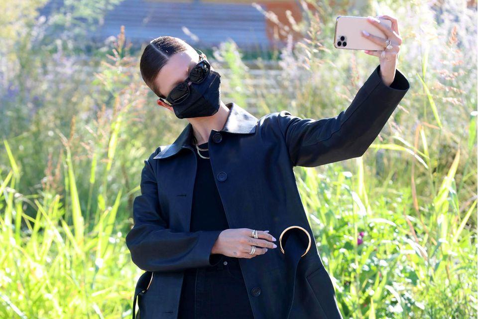 Hailey Bieber bei der Mailänder Modewoche