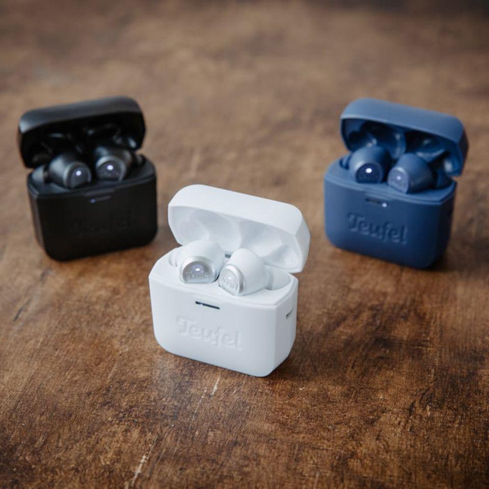 """Sechs Stunden kabellosen Musikgenussin Spitzenqualität versprechen die smarten In-Ear-Kopfhörer in drei trendigen Farbvarianten. """"Airy True Wireless"""" von Teufel, ca. 149 Euro"""