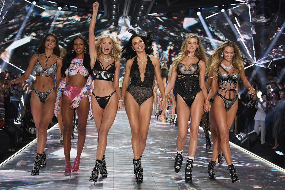 """Victoria's Secret""-Catwalk"