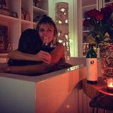 29. September 2020  Heidi Klum gönnt sich ein entspannendes Bad in der Wanne ... Doch Moment, was auf den ersten Blicknach einer gemütlichen Auszeit für Heidi aussieht, entpuppt sich als ganz schön intimer Moment mit Mann Tom Kaulitz. Denn das Model umarmt hier bei einem Glas Wein und romantischem Kerzenlicht ihren Liebsten. Bleibt die Frage offen, wer diesen intimen Moment eingefangen hat.