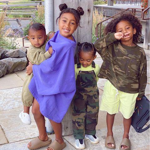 29. September 2020  Auf Instagram teilt Kim Kardashian ein neues Foto ihrer Rasselbande(Psalm, North, Chicago und Saint). Und beim Anblick ihressüßen Nachwuchs kann die stolze Vierfach-Mama ihr Glück selbst kaum fassen.