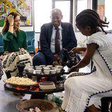 Im Rahmen ihrer Äthiopien-Reise 2019, besucht Prinzessin Mary das Parlament in Addis Abeba und bekommt frisch aufgebrühten Kaffee kredenzt.