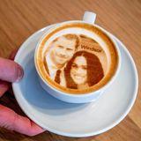 """In einem Café in Rotterdam, können sich die Gäste mit Hilfe einer besonderen Technik ihren """"Selfiechino"""" kreieren.Auch Prinz Harry und Herzogin Meghan werden mit dieser besonderen Milchschaum-Kreation bedacht."""