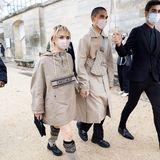 """""""Game of Thrones""""-Star Maisie Williams und Reuben Selby marschieren in Richtung Dior-Show."""