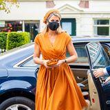 Königin Máxima gehört ja eigentlich zu den Style-Lieblingen - beim Jahrestag des Wirtschafts- und Sozialkongresses liegt die niederländische Königin allerdings etwas daneben. Weder die gedeckte Farbe noch der weite Schnitt des Kleides lassen die sonst so stilsichere Royal strahlen.