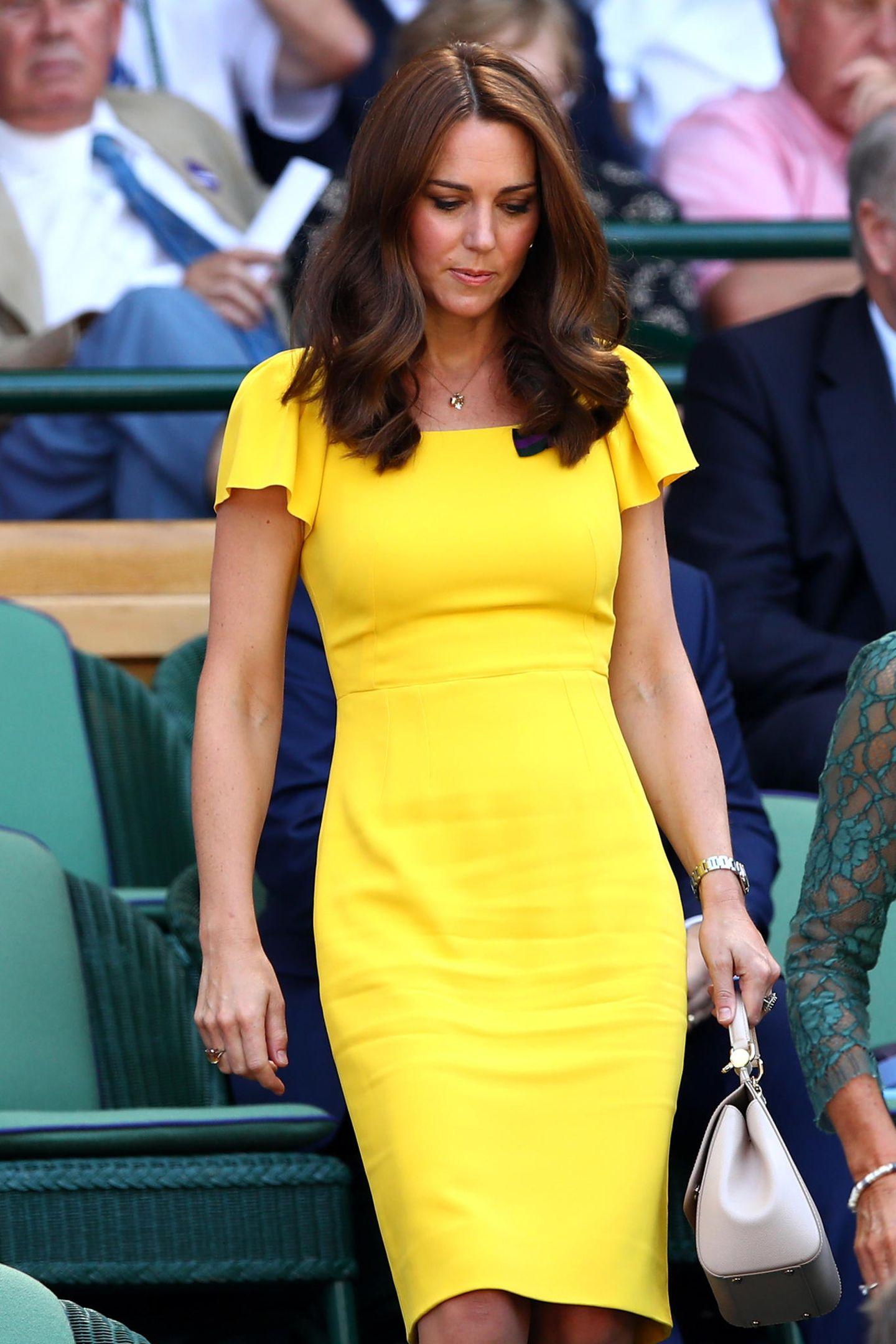 Zum Wimbledon im Jahr 2018 zeigte sich Kate bereits schon einmal in dem hübschen Kleid mit Flügelärmeln und tailliertem Schnitt von Dolce & Gabbana.