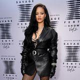 Um diese Frau dreht sich hier alles: Rihanna. Die Sängerin und mittlerweile Multi-Unternehmerin stellt in Los Angeles die neue Kollektion ihres Lingerie-LabelsSavage x Fenty vor. Und da Stars stehen Schlange ...