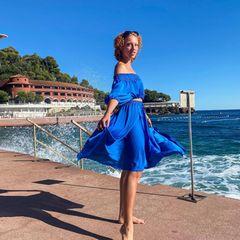 1.Oktober 2020  Blau in blau genießt Model Anna Ermakova das sonnige Flair Monte-Carlos.