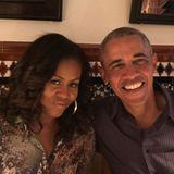 2020 sind Michelle und Barack Obama immer noch glücklich verheiratet. Mit diesem süßen Bild drückt sie ihre Dankbarkeit aus, für sein Lächeln, seinen Charakter und seine Mitgefühl. Dafür, einen Partner an ihrer Seite zu haben für alles, was das Leben einem so entgegenwirft.