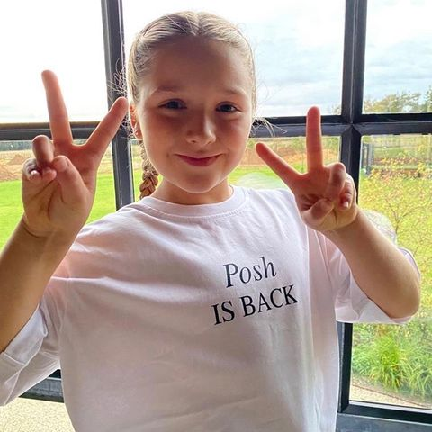 """4. Oktober 2020  """"Posh is back!"""" Als kleine Version ihrer Spice-Girls-Mama Victoria verbreitet Harper Beckham richtig gute Laune."""