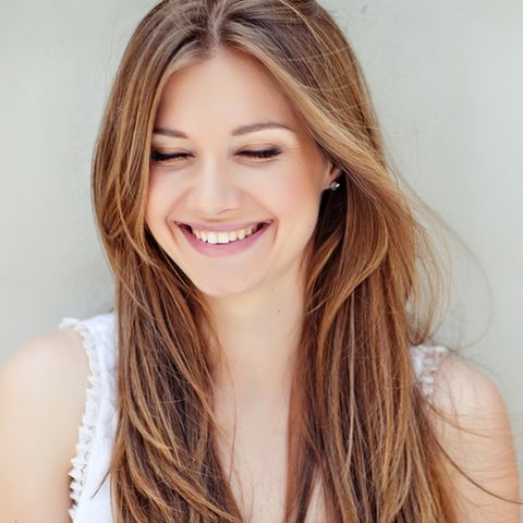 Was tun gegen trockene Haare: Frau mit langen Haaren