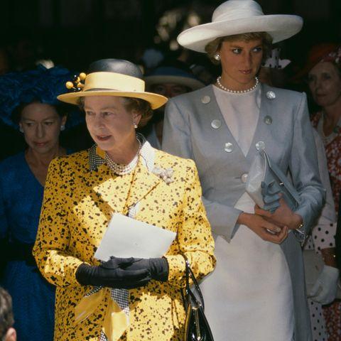 Queen Elizabeth und Prinzessin Diana - eine Beziehung voller Höhen und Tiefen.