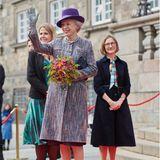 Auch Prinzessin Benedikte, die Schwester von Königin Margrethe, wird bei ihrem Parlaments-Besuch herzlich empfangen.