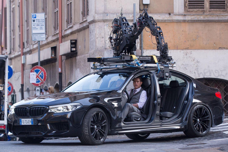 """Tom Cruise geht wieder auf Gangsterjagd:ImHerzen der italienischen Hauptstadt haben die Dreharbeiten für """"Mission: Impossible 7"""" begonnen. Man darf also gespannt sein,was AgentEthan Hunt im neuesten Teil der Action-Filmreihe bevorsteht. Der Schauspieler ist übrigens bekannt dafür, seine Stunt-Szenen selbst zu drehen."""