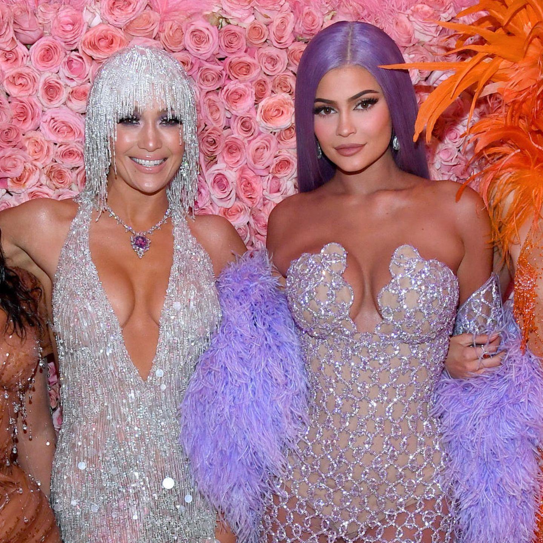 News-Video: J.Lo, Kylie Jenner & Co.: So sehen sie ohne Haarteile aus