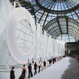 Das fulminante Finale der Chanel-Show im Grand Palais in Paris.
