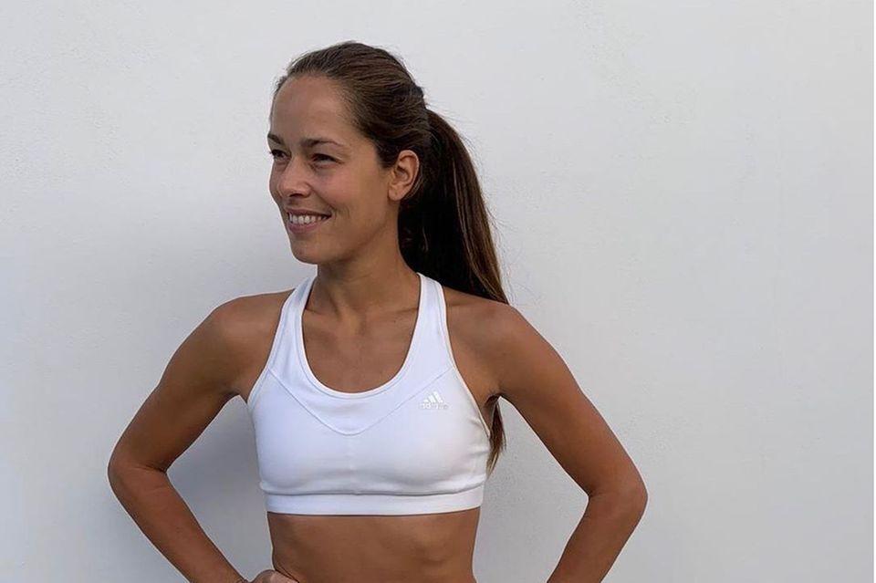 Zusammen mit ihren 1,6 Millionen Instagramfollowern startet Ana Ivanovic eine virtuelle Fitnesschallenge. Ab sofort steht jeden Tag Sport und eine gesunde Ernährung auf dem Programm.