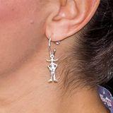 ... sind die silberfarbenen Ohrringe mit Pippi Langstrumpf-Anhänger. Was für eine tolle Hommage zu diesem Termin!