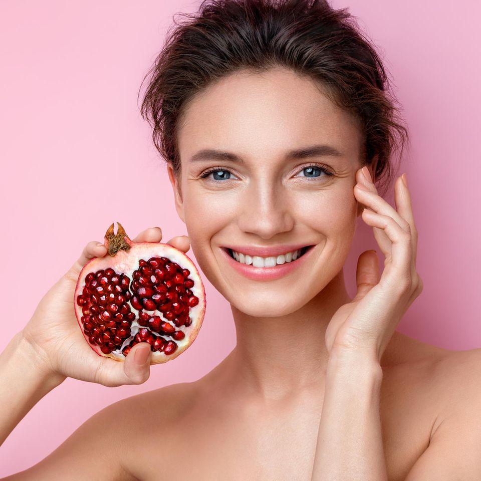 Granatapfelkernöl kann zu einer wunderschönen Haut verhelfen.