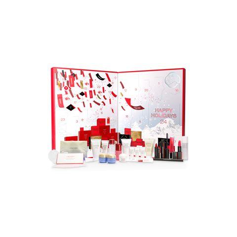 Der aufklappbare Adventskalender von Shiseido ist nicht nur im dekorativen Sinne ein echter Hingucker, denn er verbirgt neben echten Klassikern, auch die Shiseido Neuheiten aus dem Jahr 2020: Er enthält neben Make-Up Produkten vor allem Skincare Produkte zur Reinigung und optimalen Pflege der Haut. So wird die Vorweihnachtszeit zu einem sinnlichen und wohltuenden Erlebnis für jeden Beauty-Fan, kostet ca. 120 Euro.