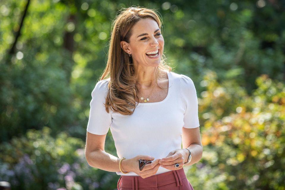 Hat Herzogin Catherine mit dieser Kette und den runden Ohrringen ein royales Tabu gebrochen?