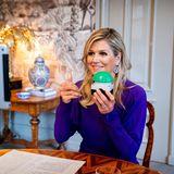 """8. Oktober 2020  Und los! Mit einem Knopfdruck eröffnet Königin Máxima das neueGebäudeder niederländischen Technologiefirma """"Prodrive Technologies"""" in den USA. Und das meistert sie so schön wie keineanderemit einem virtuellenAuftritt für densie praktischerweise ihr Zuhause Palast Huis ten Bosch gar nicht verlassen muss."""