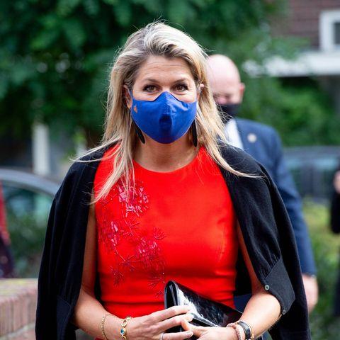 Die niederländische Königinbesuchtdas Enik Recovery College in Utrecht und wählt dabei nicht nur ein Outfit in einer ihrer Lieblingsfarben (Rot), sondern auch ein Kleid, das von ihremLieblingsdesigner Natan stammt. Für Máxima spielt es auch keine Rolle, ...
