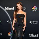 Kourtney Kardashians neue BFFAddison Rae ist ebenfalls zu der Verleihung geladen und begeistert im sexy Peekaboo-Kleid auf dem roten Teppich. Im Kontrast zu derextravaganten Robe, hält sie sich mit Make-up und Frisur zurück. Eine leichte Welle und etwas Eyeliner - damit ist ihr Beauty-Look perfekt.