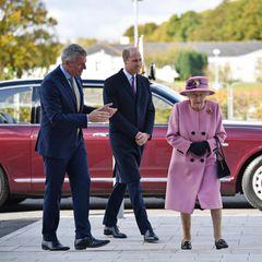 Was für eine schöne Überraschung! Prinz William und Queen Elizabeth erscheinen am 15. Oktober zu einem gemeinsamen Termin in der Forschungseinrichtung Porton Down, 132 Kilometer nordwestlich von London. Das sorgt gleich aus mehreren Gründen für Gesprächsstoff.