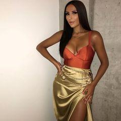 Lange dunkle Haare, ausdrucksstarke Augen und ein sexy Look: Das kann doch nur ... Senna Gammour sein! Auf ihren neusten Instagrambildern lässt sich aber die Ähnlichkeit zu einer anderen Promi-Dame nicht leugnen ...