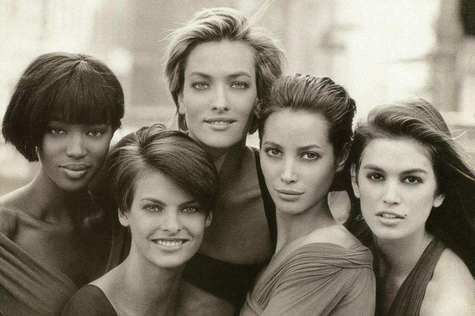 DAS Cover schlechthin: Naomi Campbell, Linda Evangelista, Tatjana Patitz, Christy Turlington und Cindy Crawford, fotografiert von Peter Lindbergh für die Januarausgabe der britischen Vogue 1990.