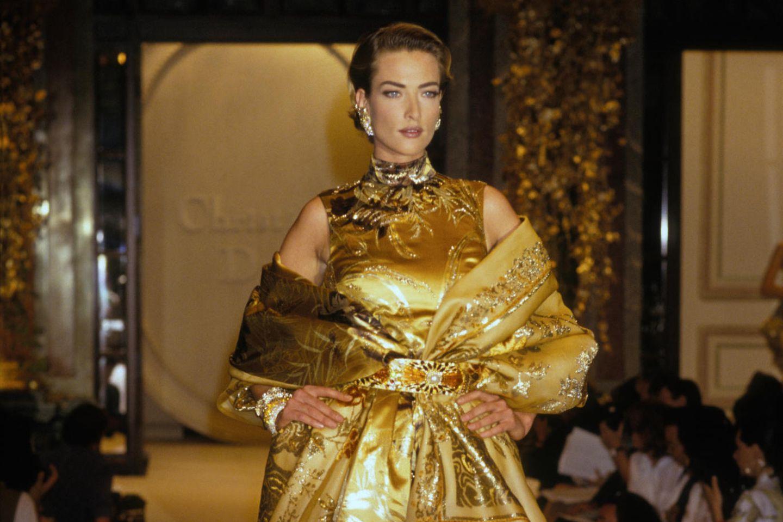 Tatjana Patitz 1991 auf dem Laufsteg von Dior