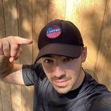 Joe Jonas hat seine Stimme bereits abgegeben und zeigt das stolz auf seinem Cap.