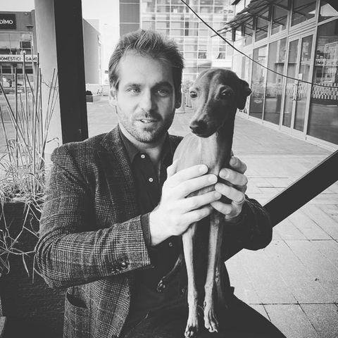 Royales Windspiel: Odino, das jüngste Mitglied der Familie Hunziker-Trussardiist jetzt schon der absolute, kleine, aber ziemlich schmale König der Familie, wie Tomaso hier in diesem Instagram-Post zeigt.
