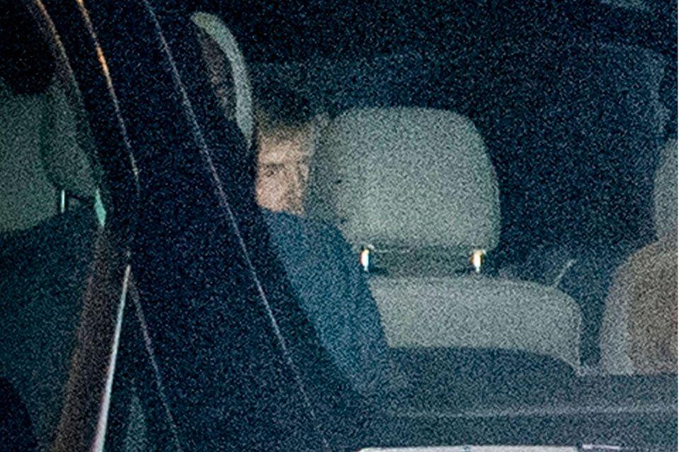 König Willem-Alexander im Auto.