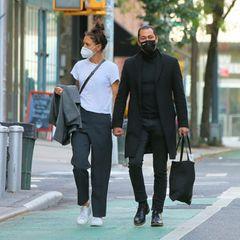 ... danach spazierten die Turteltäubchen noch ein bisschen durch die Stadt. Beide sind zwar simpel und minimalistisch gekleidet - aber doch lässig und chic. Beide Looks ergänzen sich perfekt.