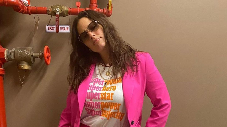 Deshalb tragen jetzt alle Promi-Damen pinkfarbene Anzügen