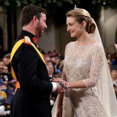 Nachdem am 19. Oktober 2012 standesamtlich geheiratet wurde, werden Guillaume und Stéphanie einen Tag später in derKathedrale unserer lieben Frau getraut.