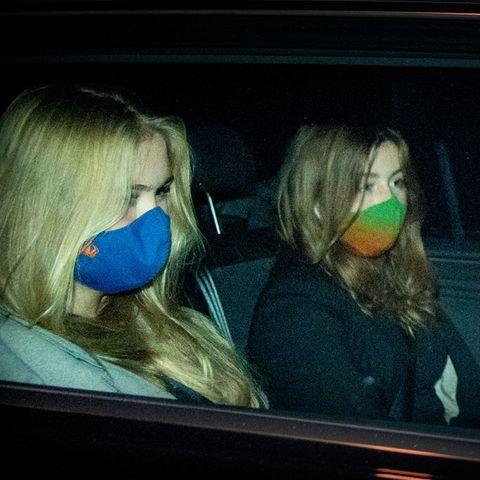 Prinzessin Amalia und Prinzessin Alexia kehren am Dienstagabend von ihrem Griechenlandurlaub heim.