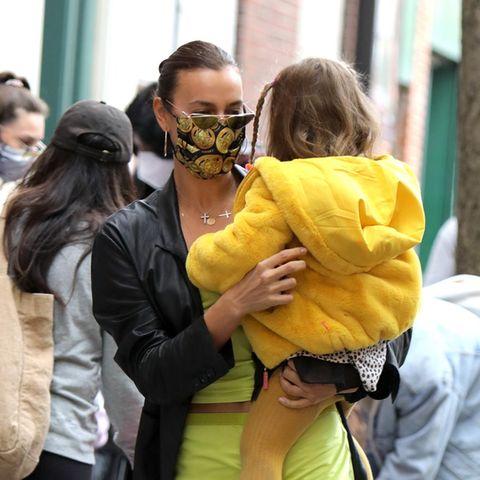 Irina Shayk und Tochter Lea im gelben Partnerlook