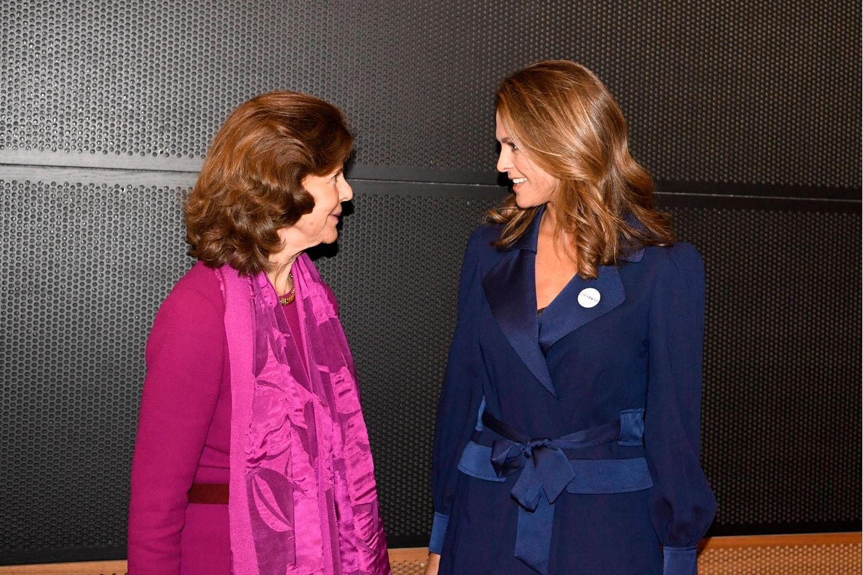 """Königin Silvia und Prinzessin Madeleine Anfang Dezember 2019 bei einer Preisverleihung ihrer""""World Childhood Foundation"""". Da ahnten sie nicht, dass das Coronavirus 2020 ein Wiedersehen nahezu unmöglich machen würde."""