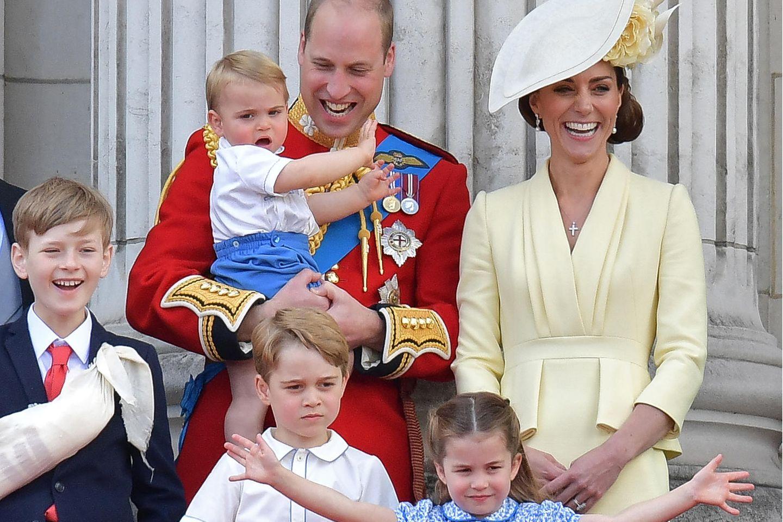 Prinz William und Herzogin Catherine mit ihren drei Kinder Prinz Louis, Prinz George und Prinzessin Charlotte (v.l.)