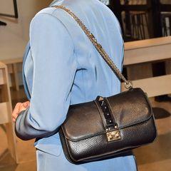 Prinzessin Victoria trägt eine Tasche von Valentino