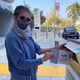 Jennifer Aniston macht vor, wie es geht:Wahlzettel korrekt ausfüllen und rechtzeitig in die postale Wahlurne damit.